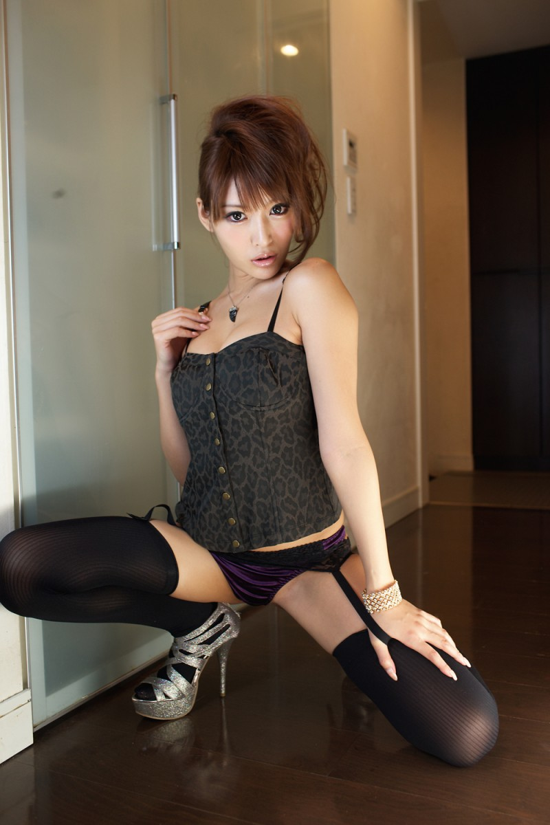 asuka-kirara-stockings-01
