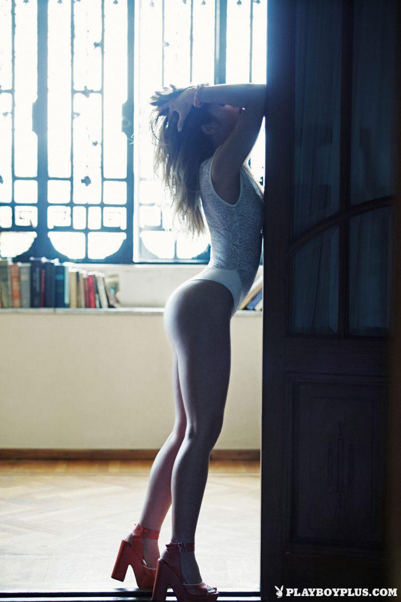 avril-pilot-nude-argentina-playboy-11