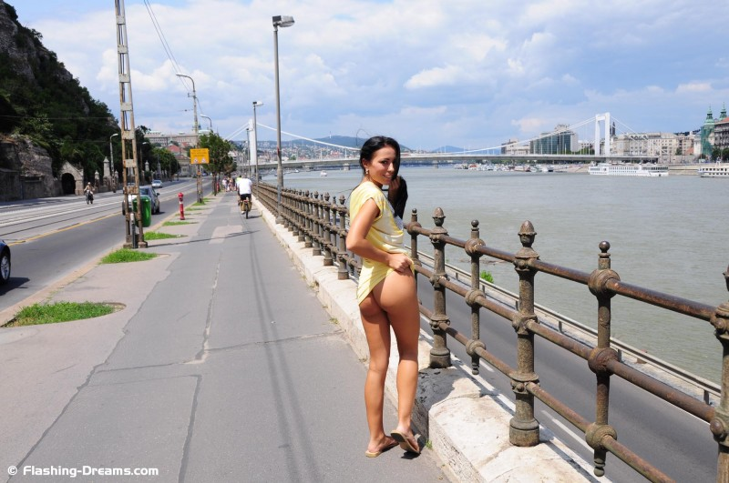 bailey-nude-public-budapest-flashing-dreams-06