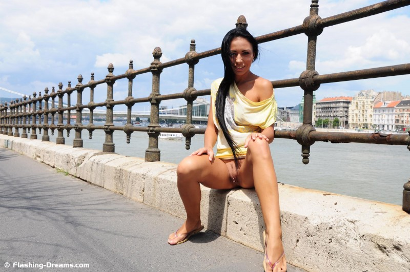 bailey-nude-public-budapest-flashing-dreams-07