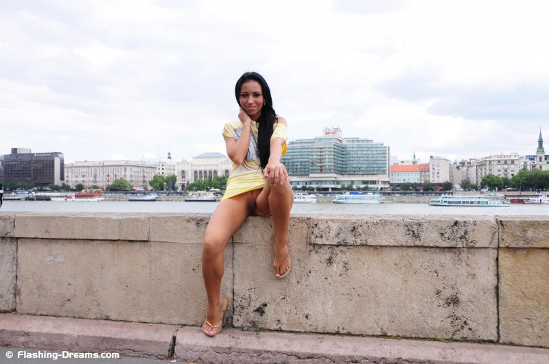 bailey-nude-public-budapest-flashing-dreams-19