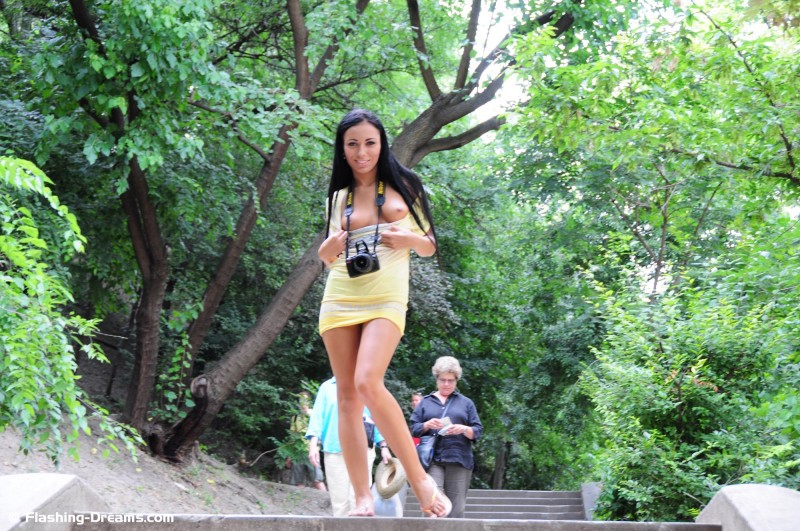 bailey-nude-public-budapest-flashing-dreams-22