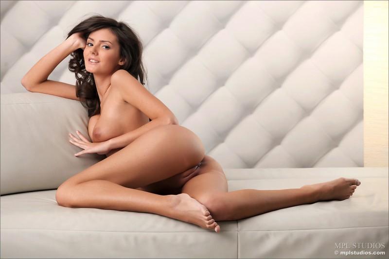 zeta-skinny-nude-mplstudios-01