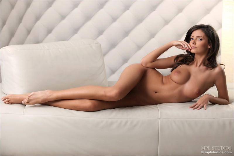 zeta-skinny-nude-mplstudios-04