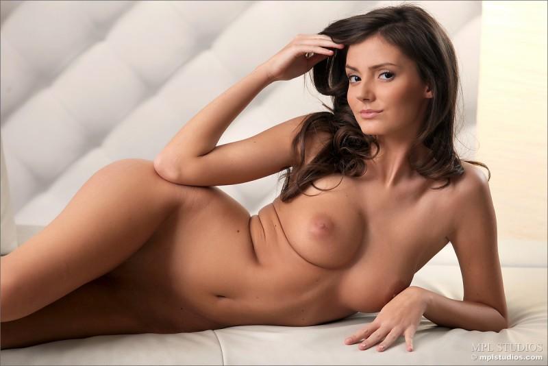 zeta-skinny-nude-mplstudios-10
