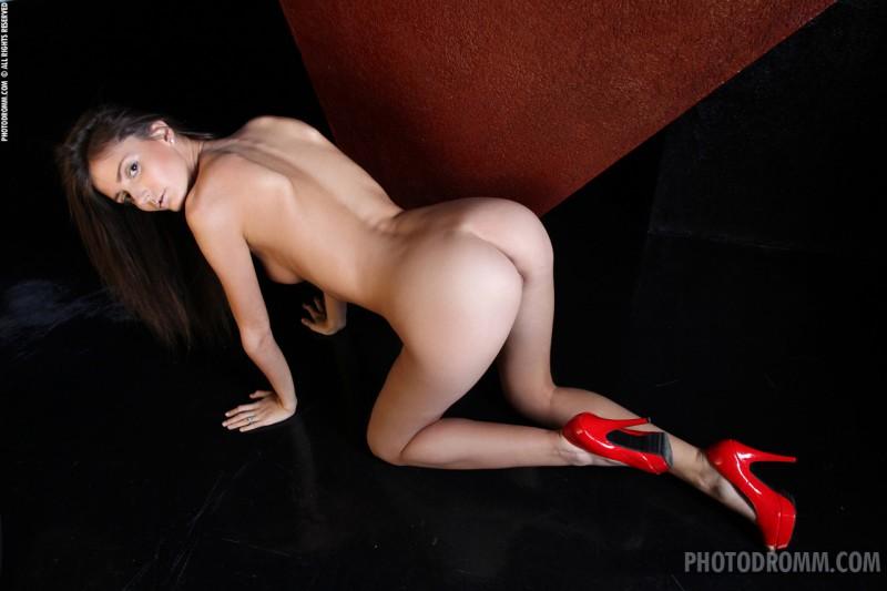 barbara-red-coat-photodromm-07