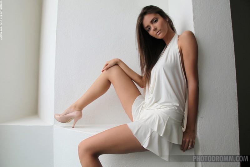 barbara-white-dress-photodromm-01