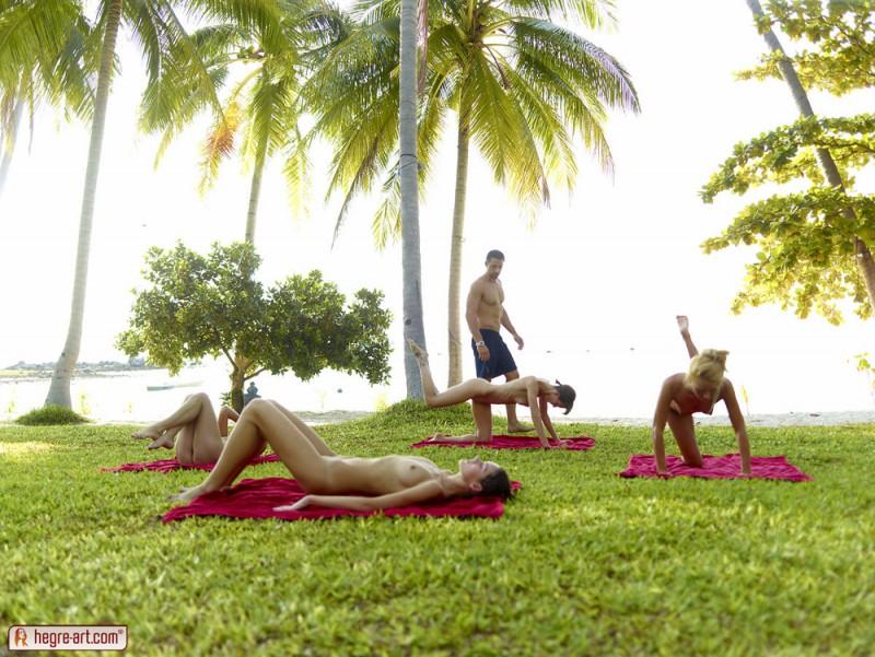 cox-thea-flora-zaika-beach-fitness-hegre-art-04
