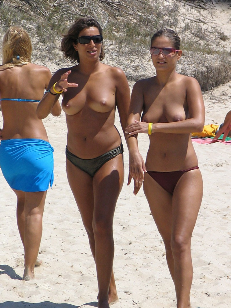 beach girls Amateur topless at