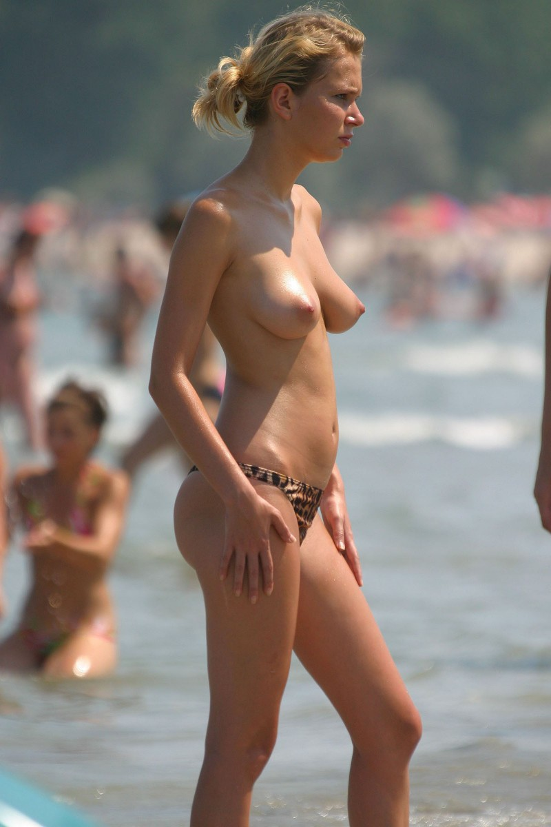 Girls beach voyeur topless