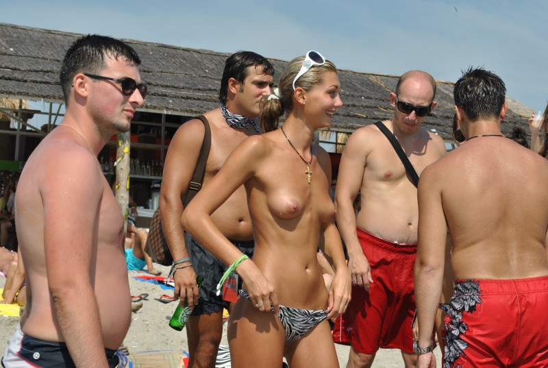 beach-girls-vol5-nudists-seaside-17