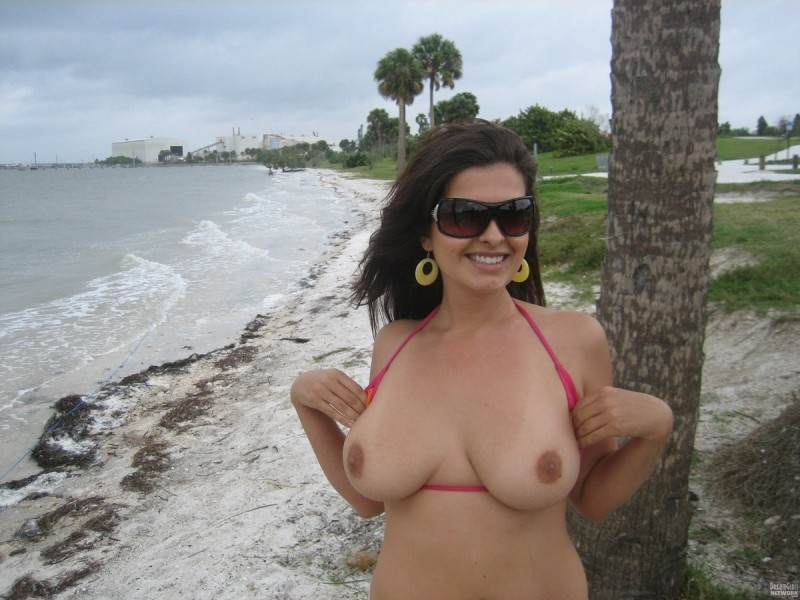 beach-girls-vol5-nudists-seaside-35