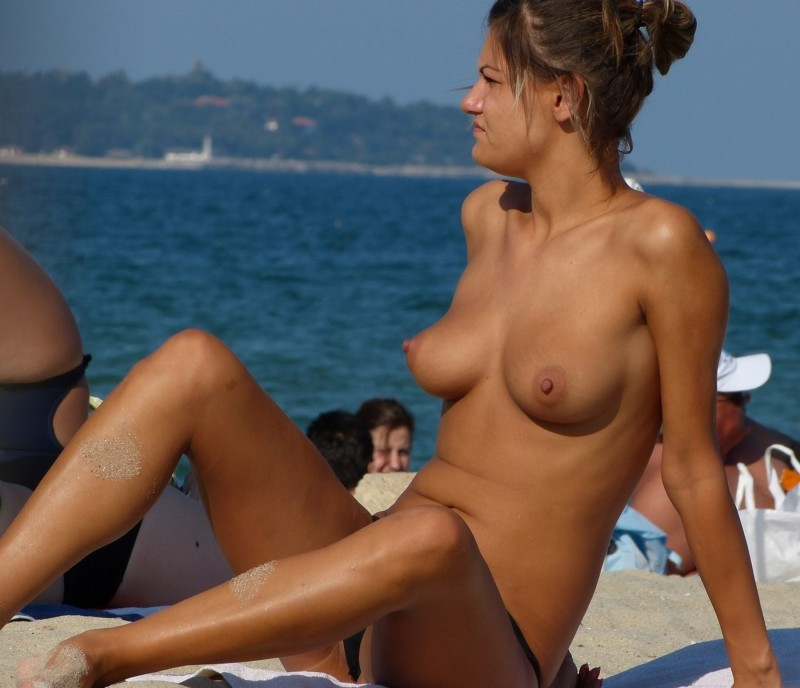 beach-girls-vol5-nudists-seaside-56