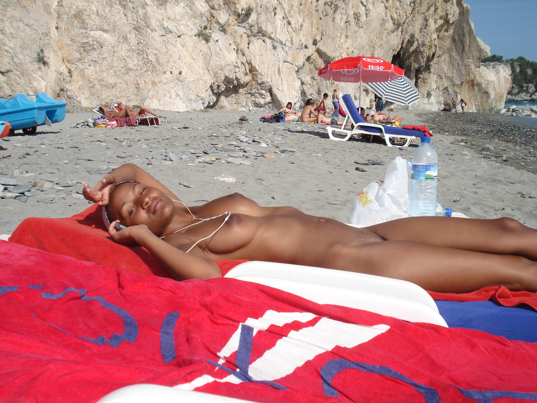 nudists-girls-boobs-beach-topless-mix-vol7-01