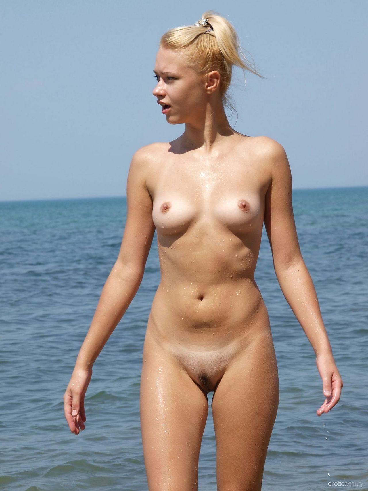 nudists-girls-boobs-beach-topless-mix-vol7-05
