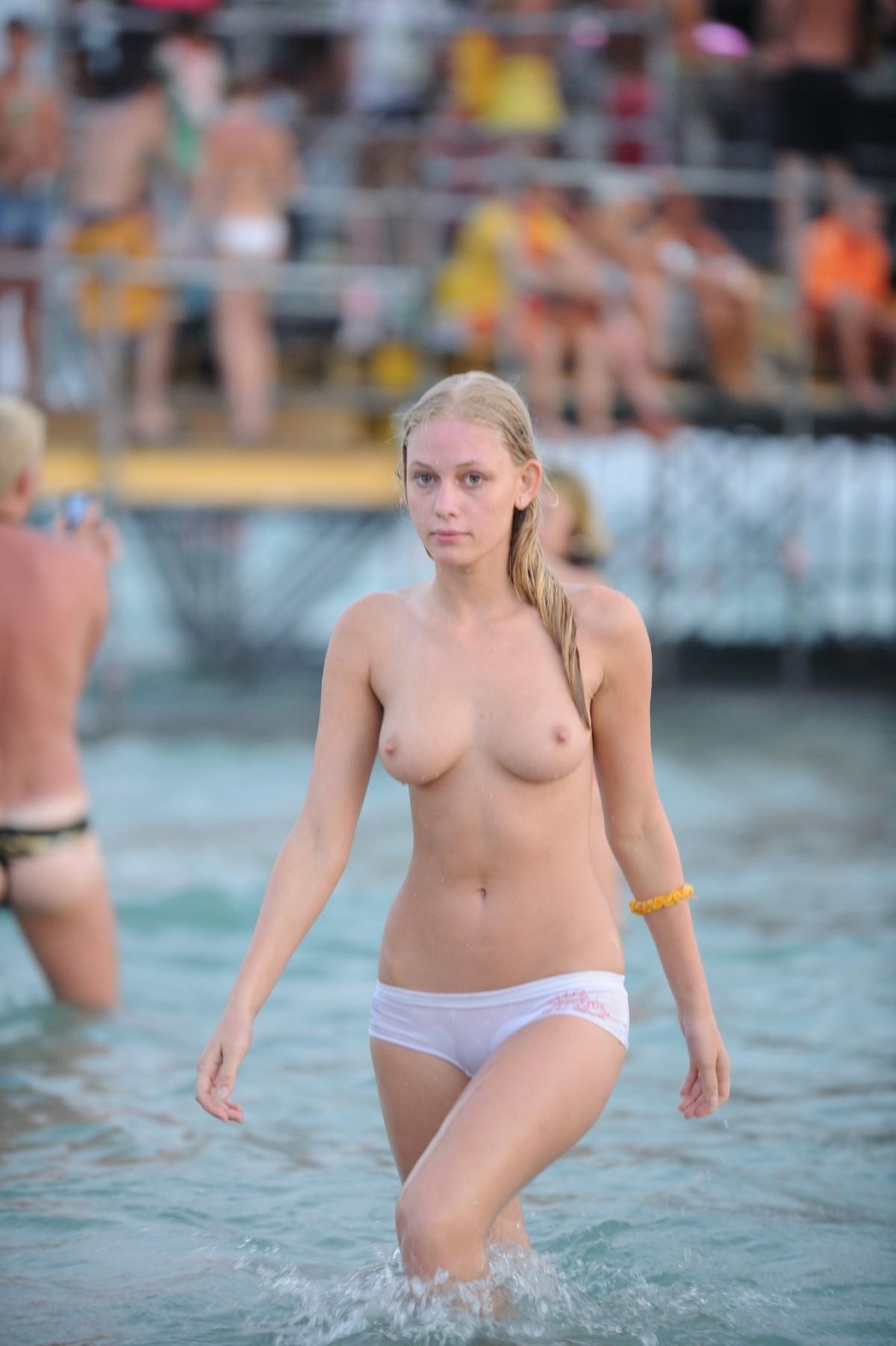 nudists-girls-boobs-beach-topless-mix-vol7-14