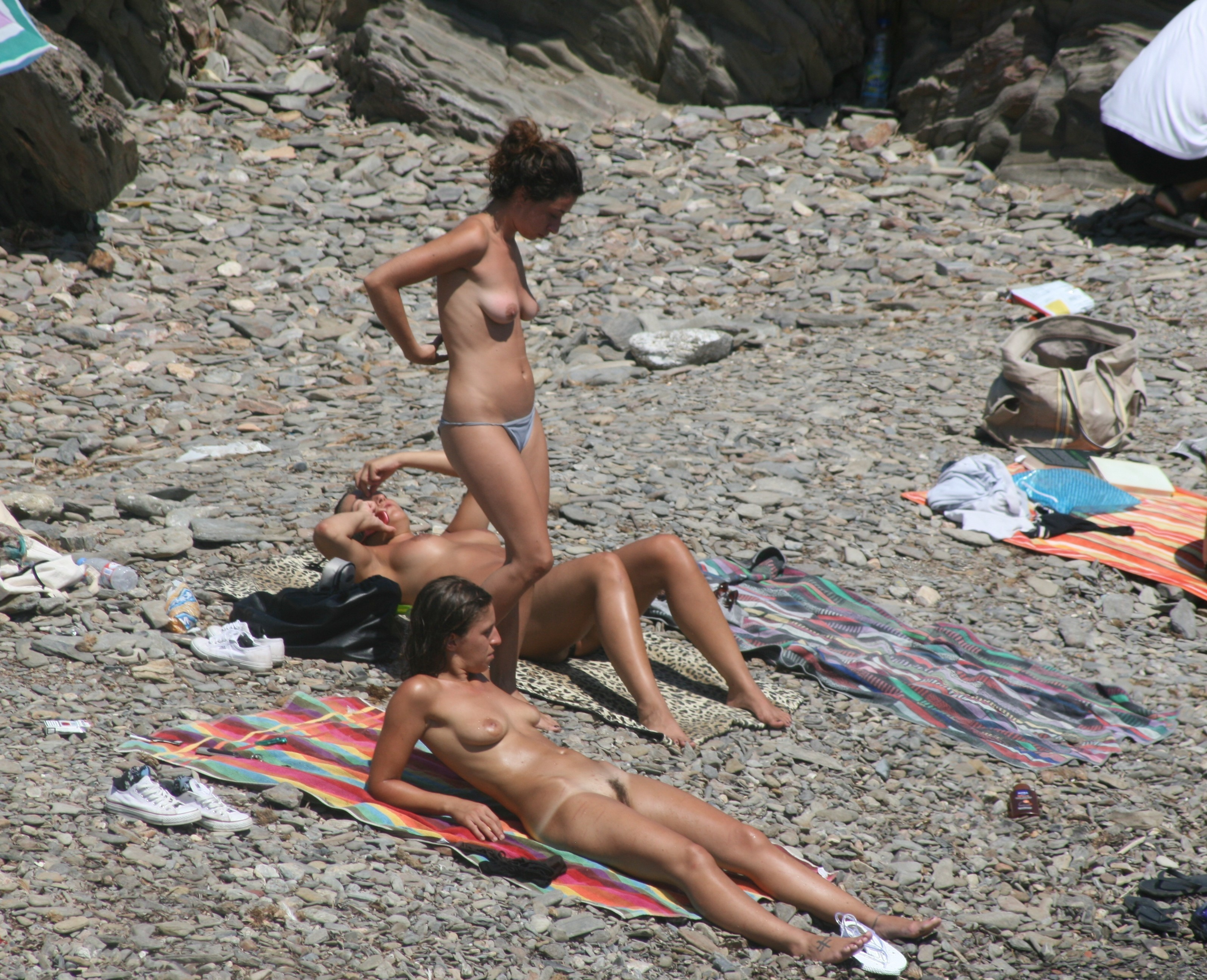 nudists-girls-boobs-beach-topless-mix-vol7-35