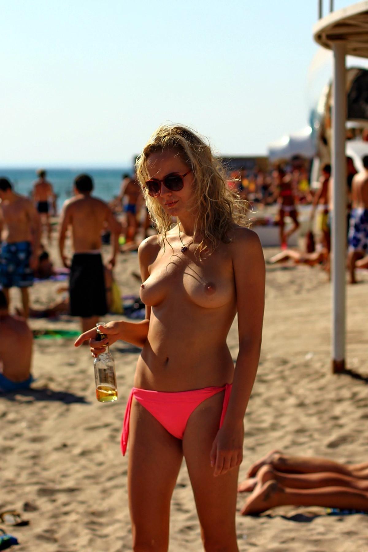 nudists-girls-boobs-beach-topless-mix-vol7-44
