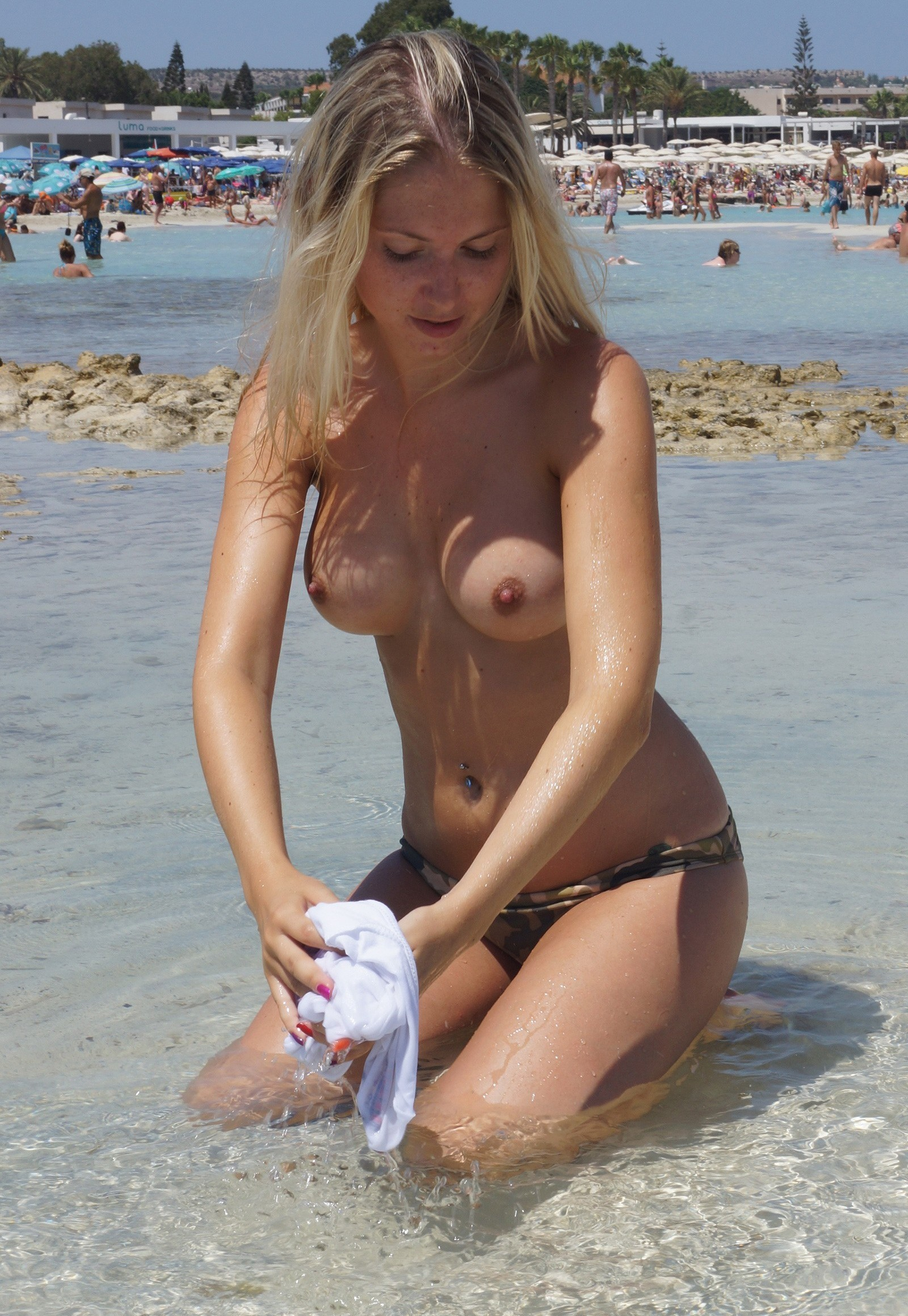 nudists-girls-boobs-beach-topless-mix-vol7-60