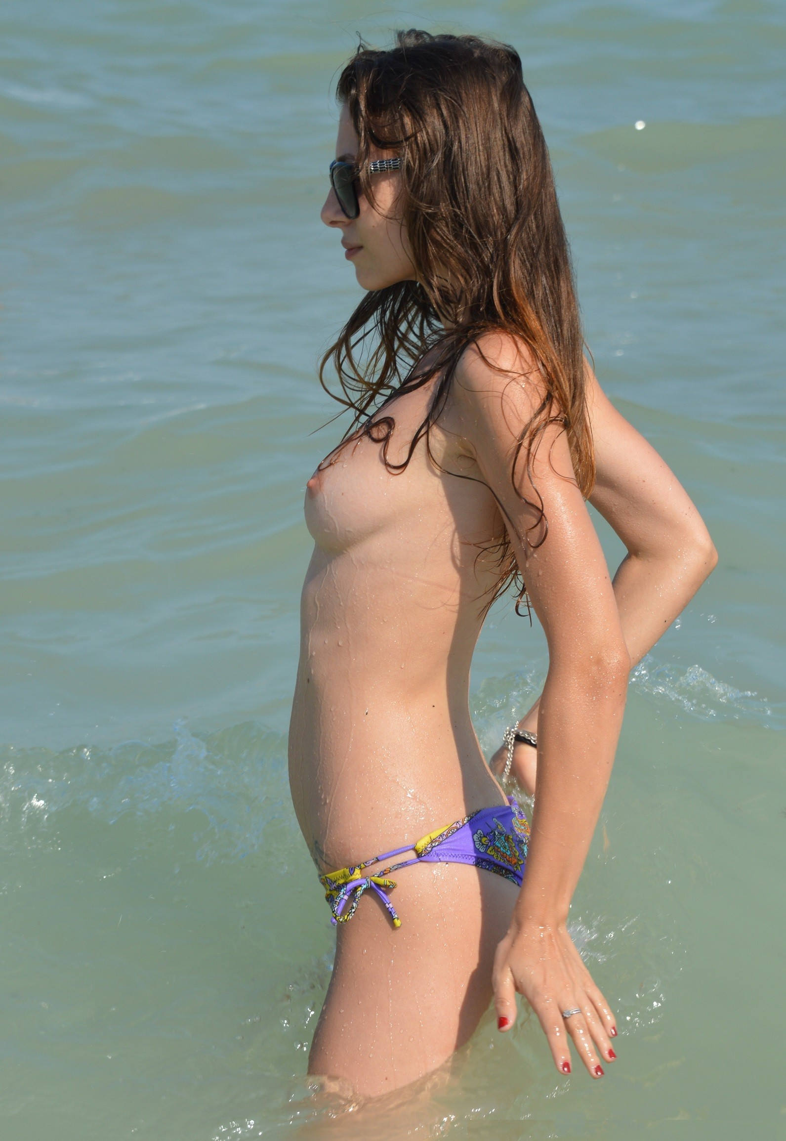 nudists-girls-boobs-beach-topless-mix-vol7-74