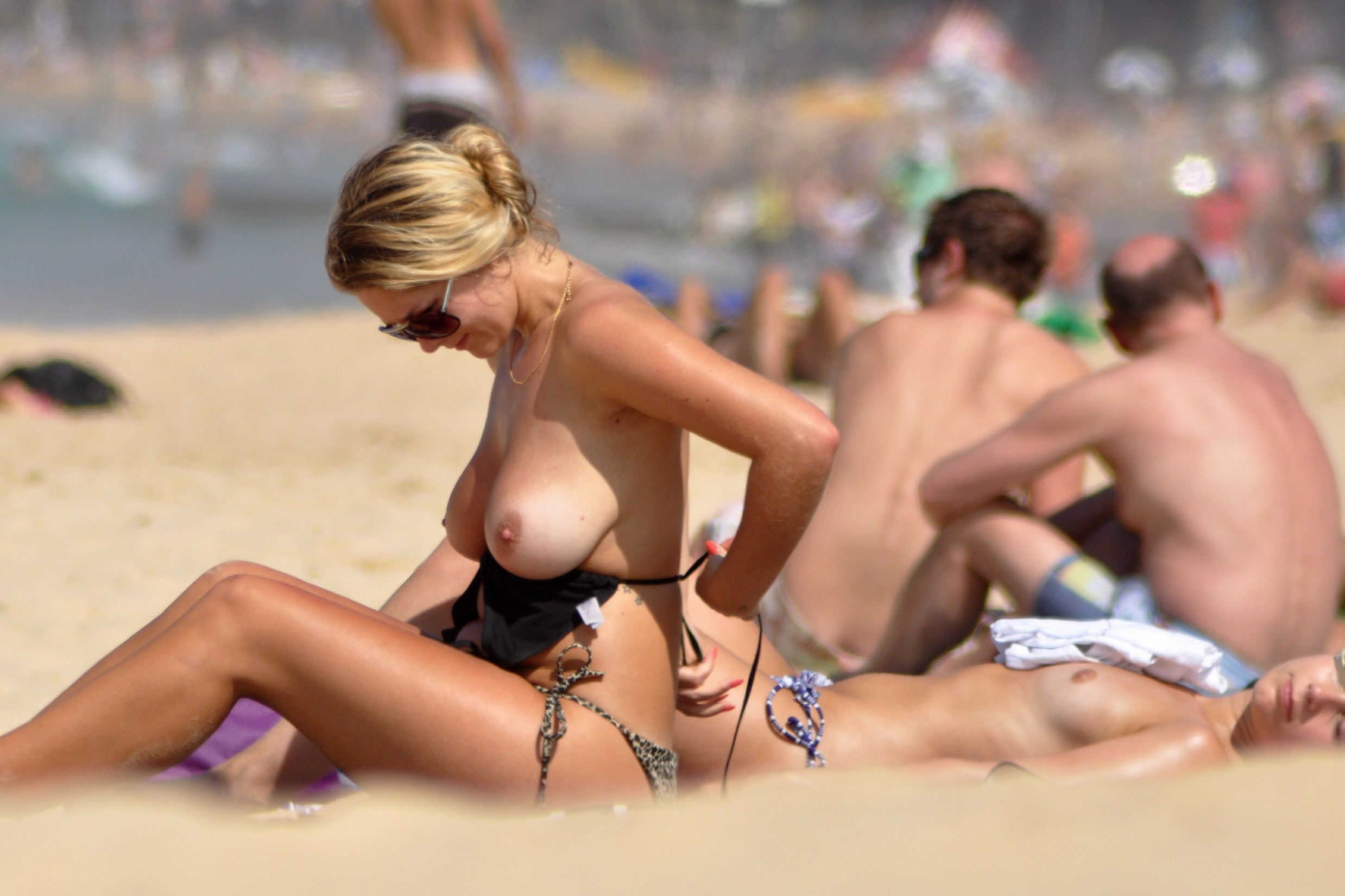 nudists-girls-boobs-beach-topless-mix-vol7-94