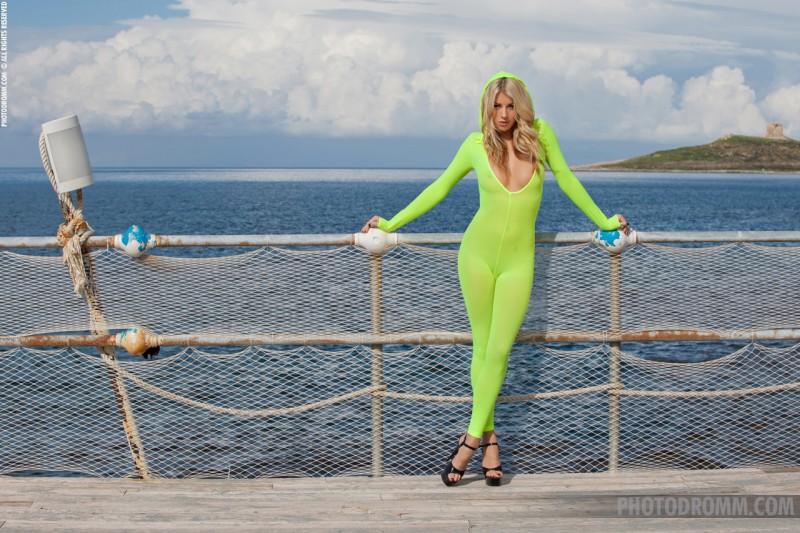 bexie-nude-bodystocking-blonde-photodromm-01