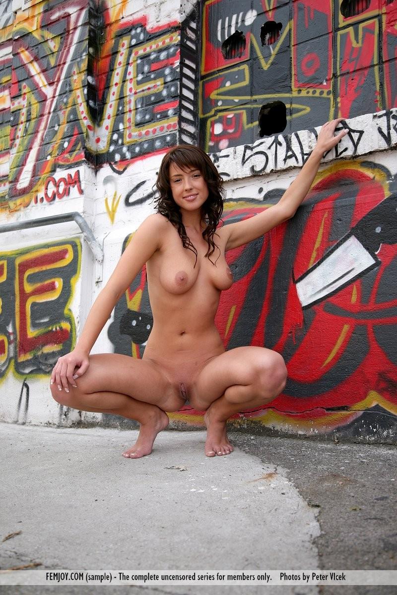loren-graffiti-nude-femjoy-12
