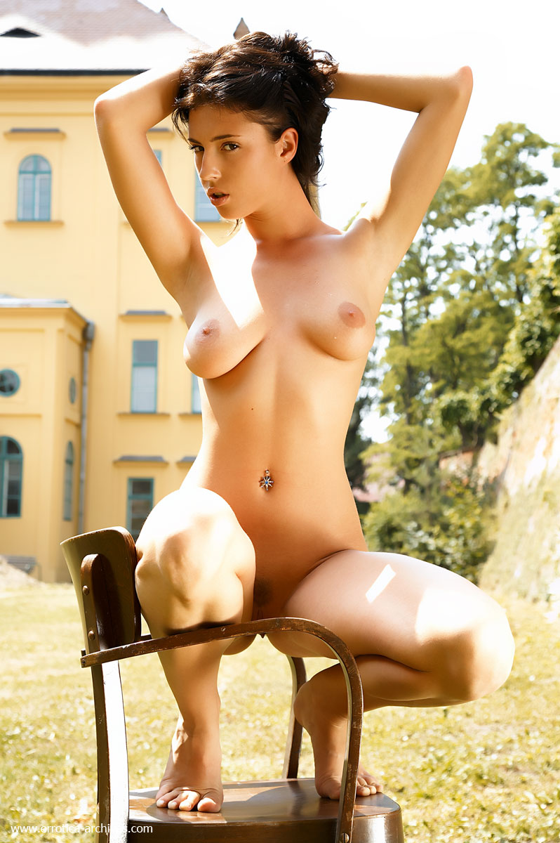 bijou-chair-errotica-archives-03