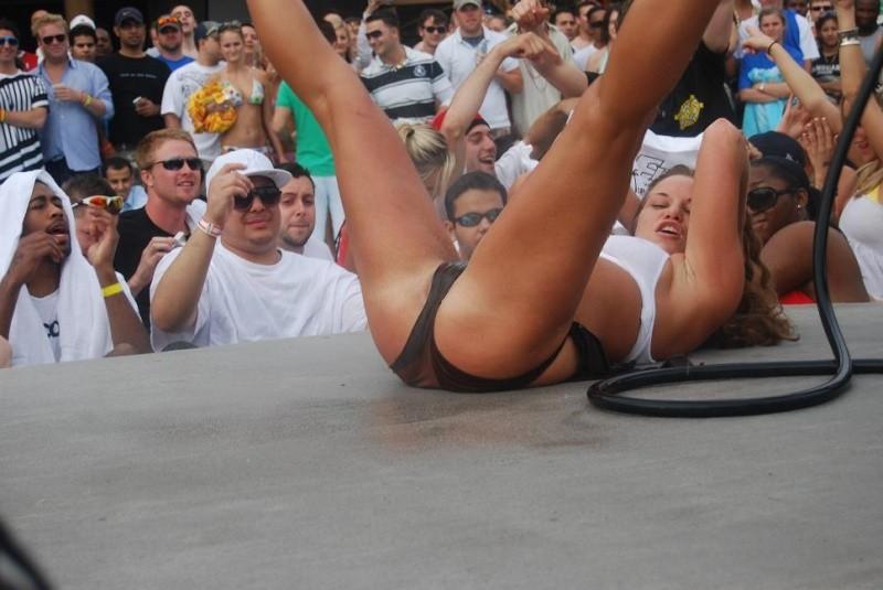 bikini-party-wet-coed-girls-show-22