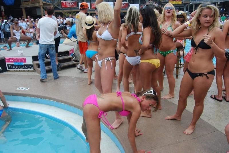 bikini-party-wet-coed-girls-show-27