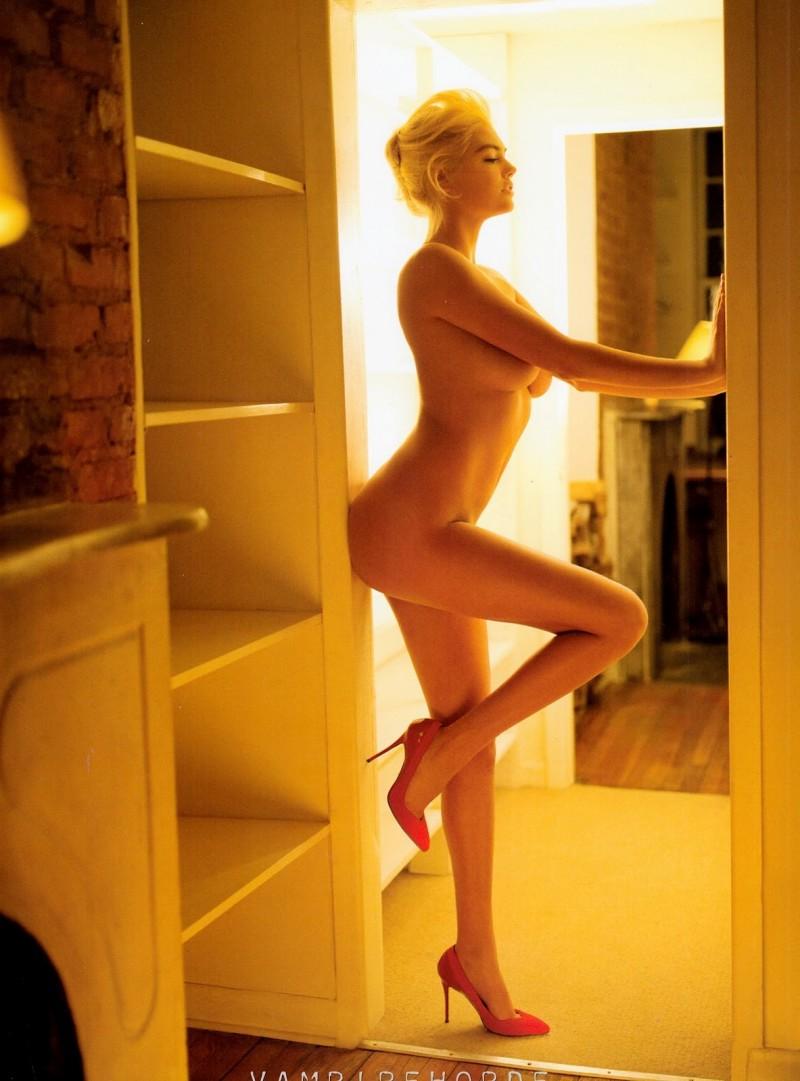 naked-blondes-vol3-06