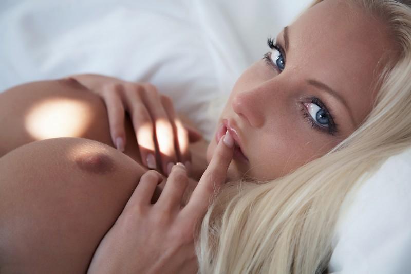 naked-blondes-vol3-30