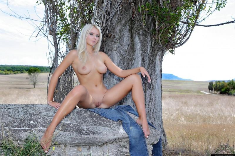naked-blondes-vol3-69