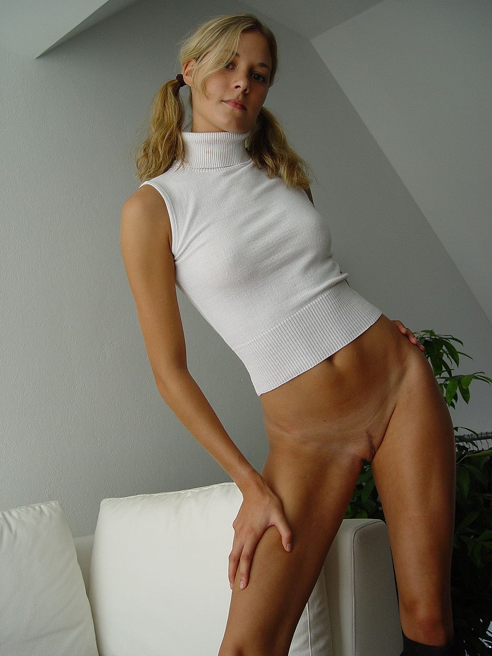 blonde-amateur-bottomless-naked-13