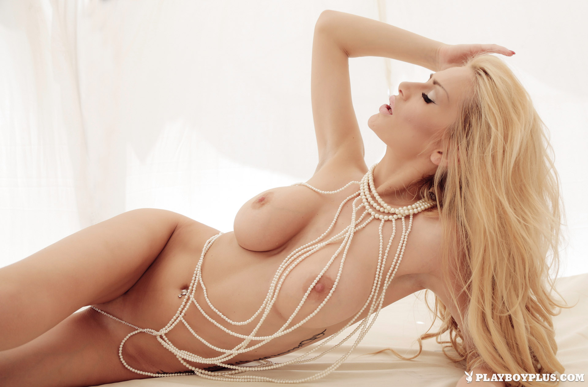 bozana-vujinovic-nude-boobs-blonde-croatia-playboy-12