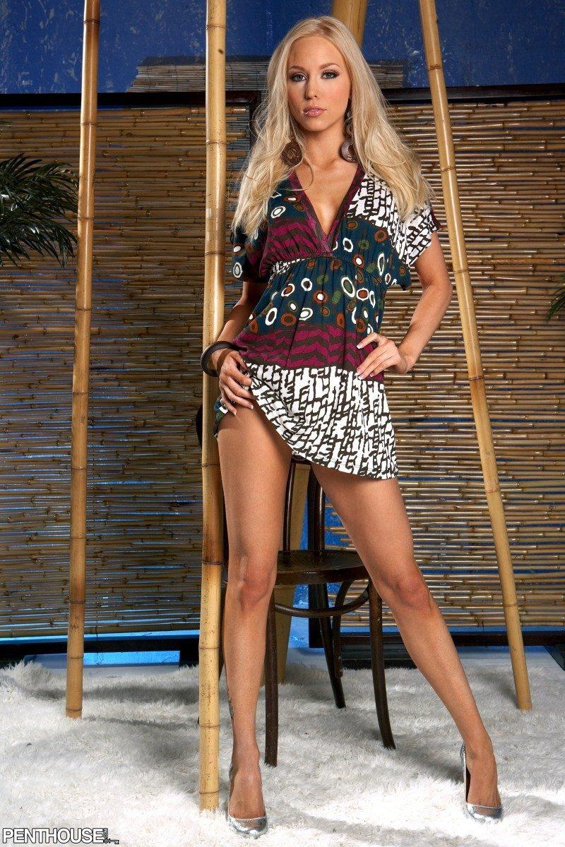 brea-bennett-blonde-high-heels-penthouse-01