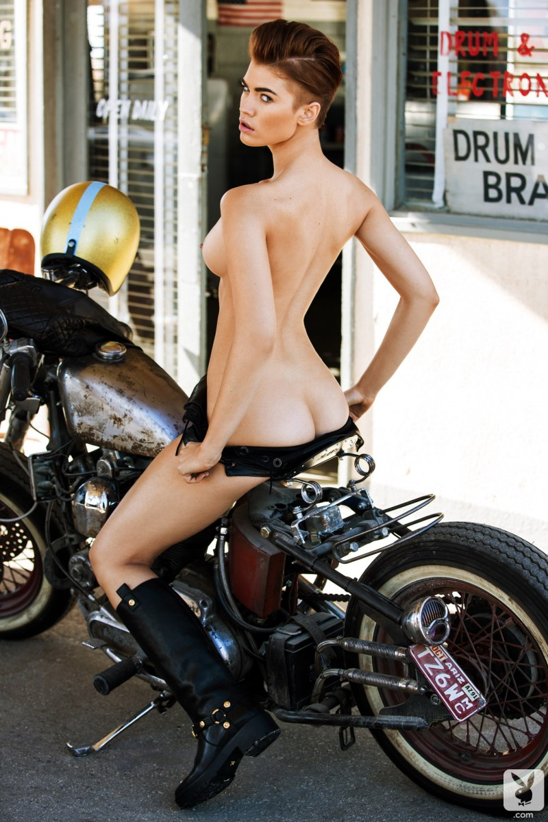 britt-linn-motor-playboy-04