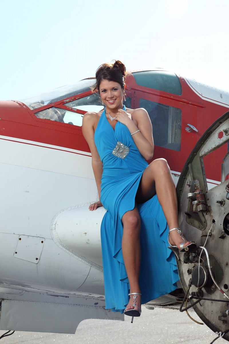 brittany-marie-naked-airfield-plane-01