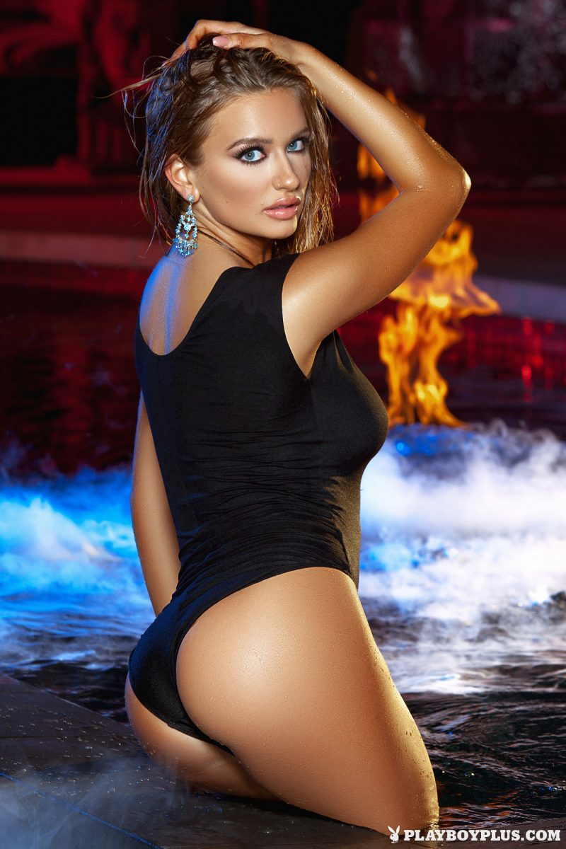 brittney-shumaker-nude-swimsuit-jacuzzi-playboy-01