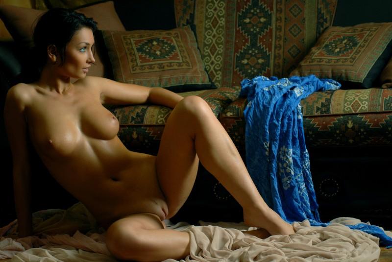 nude-brunettes-vol1-02