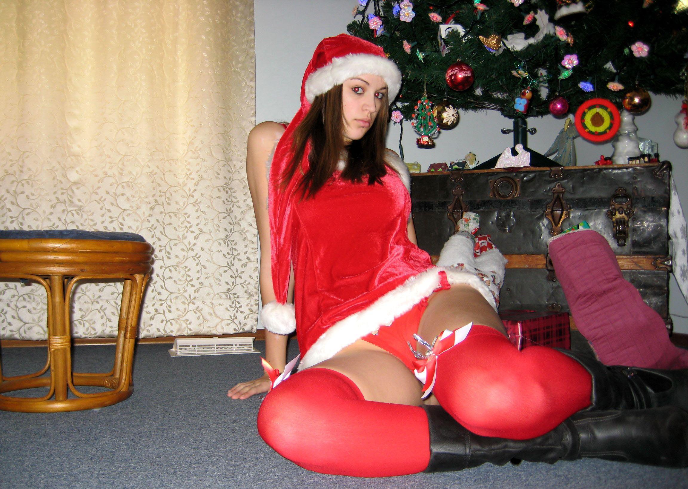 big-boobs-amateur-exgirlfriend-santa-xmas-nude-01