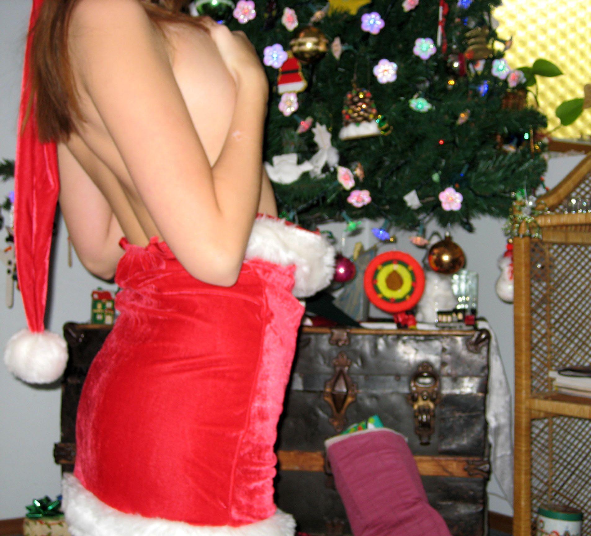 big-boobs-amateur-exgirlfriend-santa-xmas-nude-06