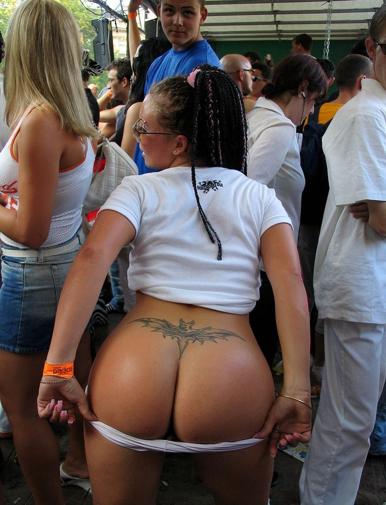 Groups of women ass and tits in public