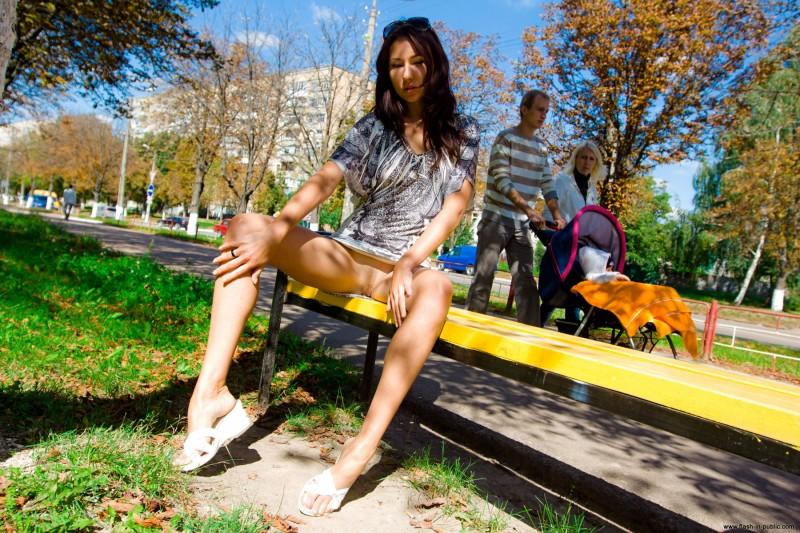 inna-k-park-flash-in-public-09