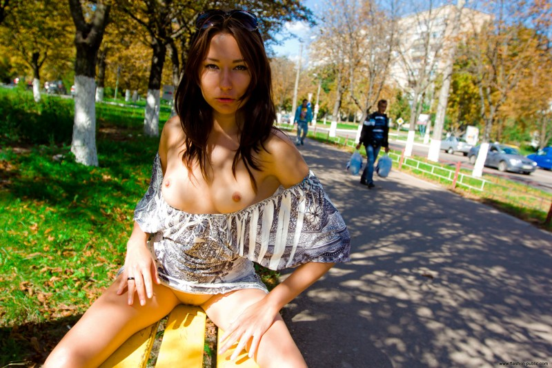 inna-k-park-flash-in-public-10