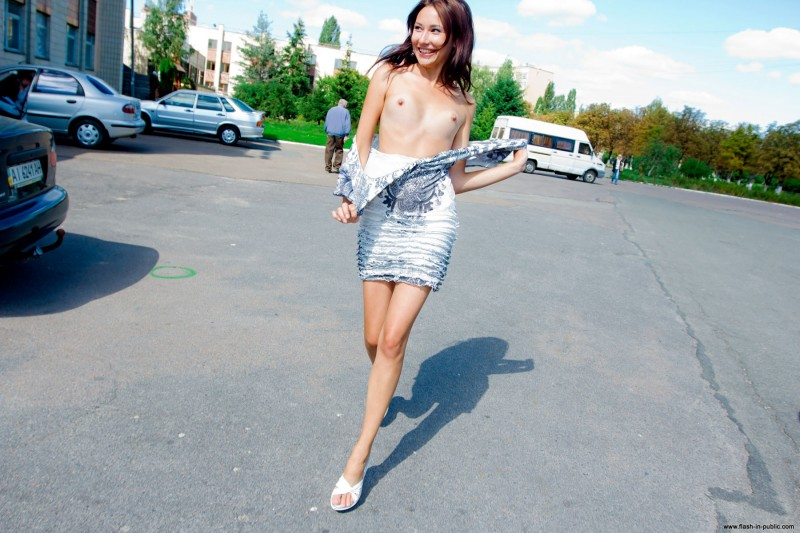 inna-k-park-flash-in-public-18