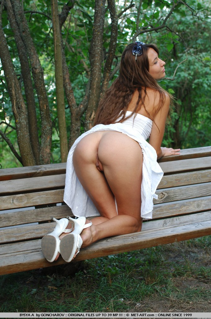 bysya-a-bench-met-art-02