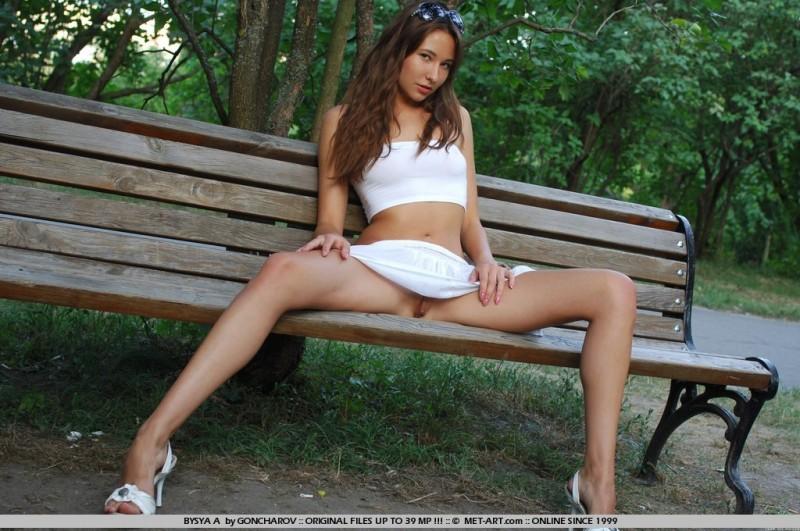 bysya-a-bench-met-art-06