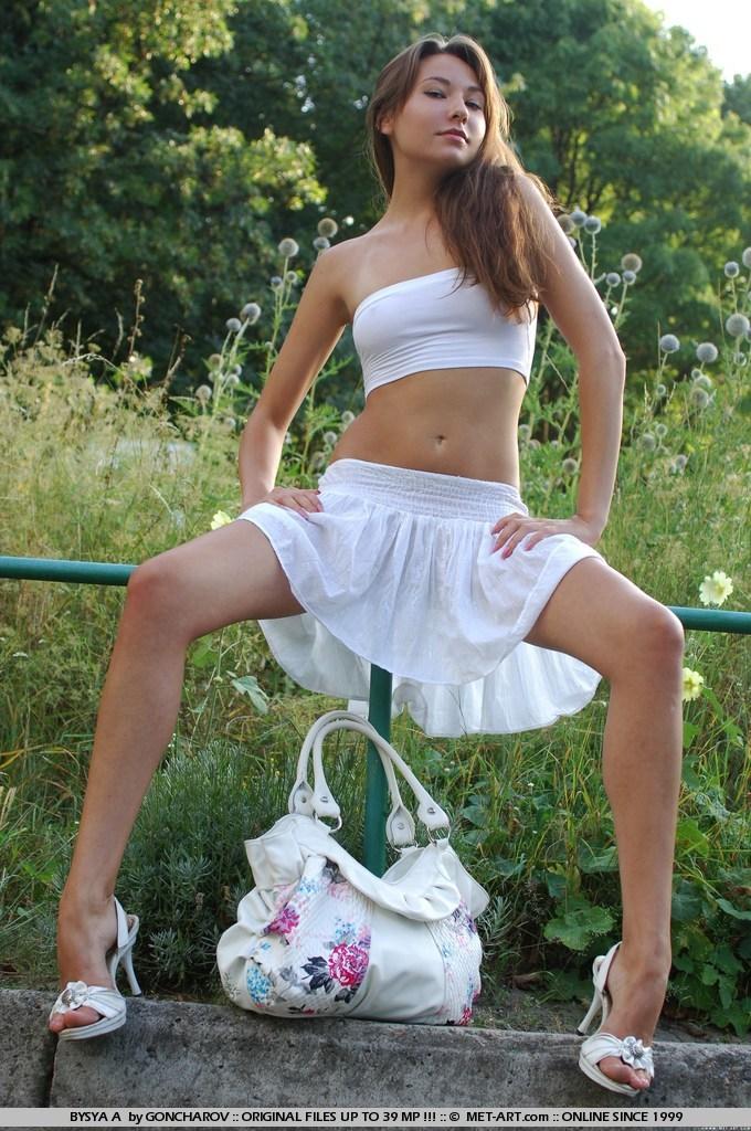 bysya-a-bench-met-art-14