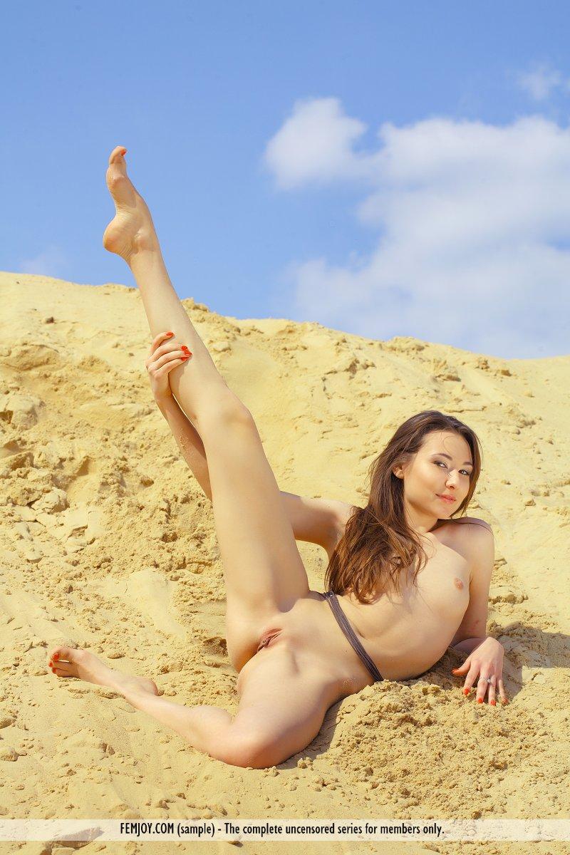 martina-d-dune-nude-sand-femjoy-16